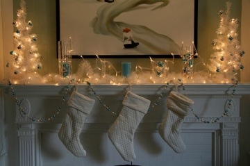 christmas-mantel-lights-decorations